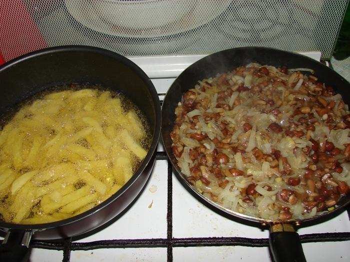 Картошка с грибами и курицей на сковороде рецепт с пошагово